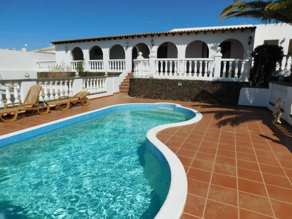 4 Bedroom villa + 2 Bed Apartment